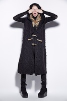 Dailywear loose sleeveless hooded sweater with claw buckle decoration