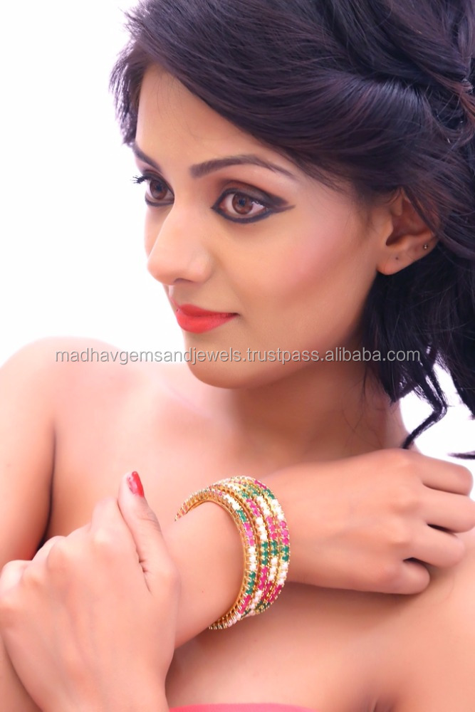 New arrival Hot Sell Best quality Golden bangle embedded with pearl in set of four
