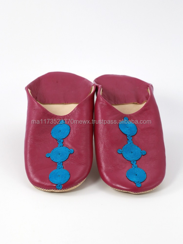 Low MOQ Moroccan traditional Fuchsia slippers, Decorated with traditional silk patterns.