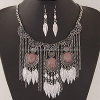 VINTAGE FLORAL ENGRAVING WITH RESIN GEMS DECORATED LEAVES TASSEL FASHION NECKLACE AND EARRINGS SET - SILVER