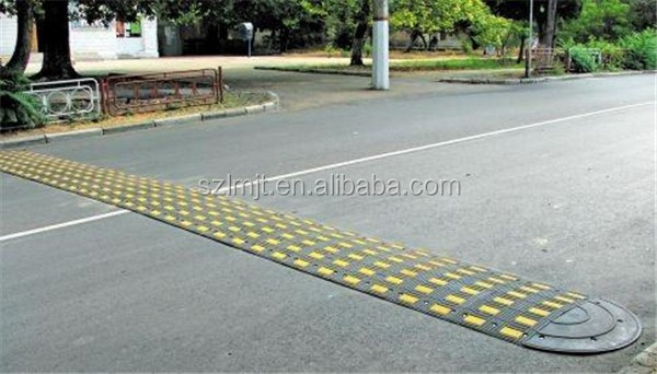 High compression resistance road safety 500mm reflective rubber speed hump