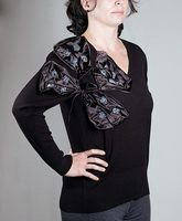 V neck sweater with ribbon design on for women