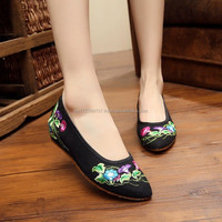 Women Casual Slip on Old Beijing Shoes Pointed Toe Chinese Flower Embroidered Ladies Cotton Canvas Flats Good Quality No logos