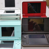 Quality assured used game console Nintendo DS and software , figurines available