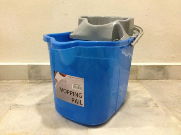TRIANGLE MOPPING PLASTIC PAIL
