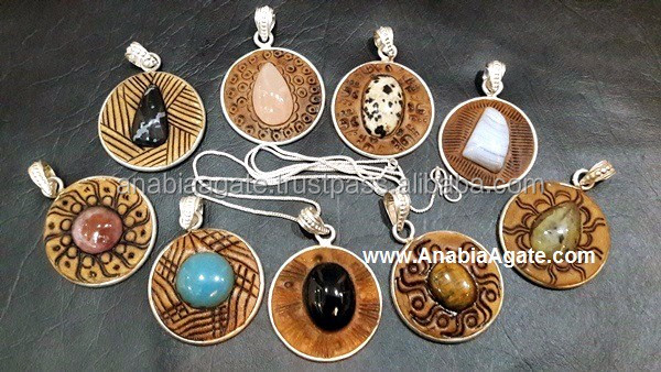 Tibetan Oval Pendants With Cream Top : Wholesale Tibetan Amulets : Wholesale Agate Pendants