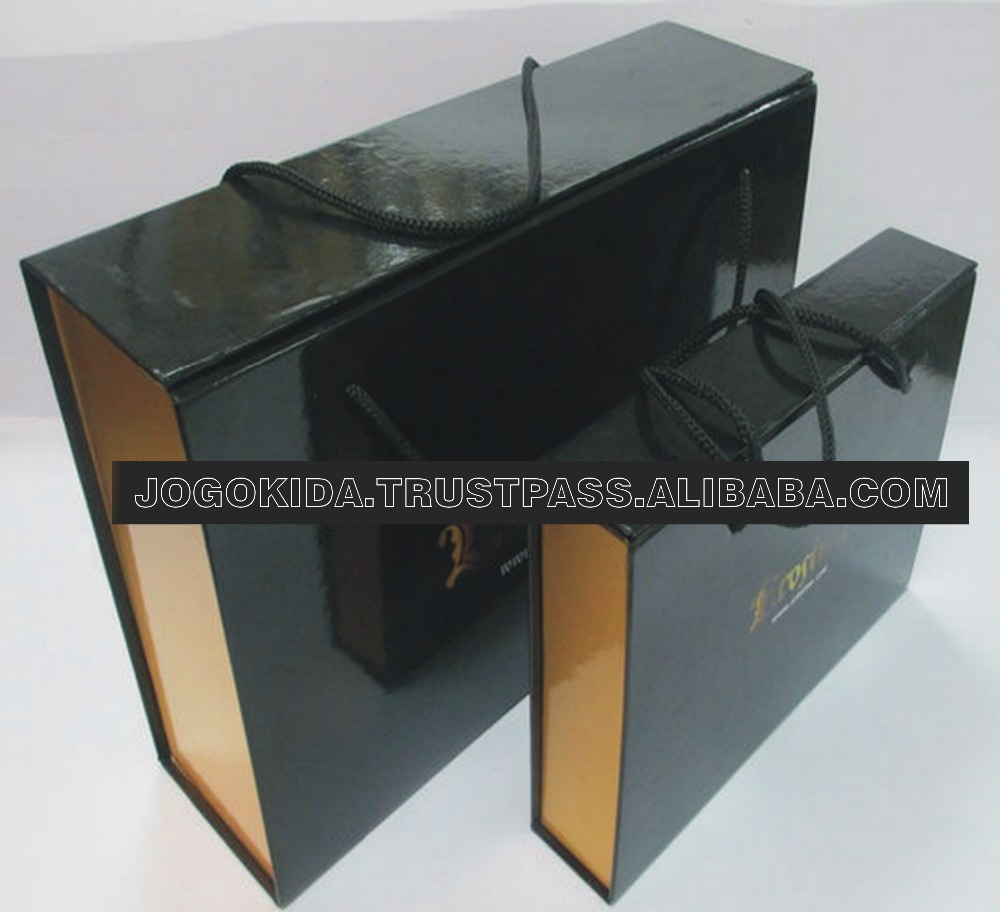 luxury unique Top quality handle black glossy foldable clothing box/gift box