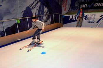 Buy in Sweden Proleski ski and snowboard simulator Indoor winter sports Infinite skiing slopes Snowboarding machines