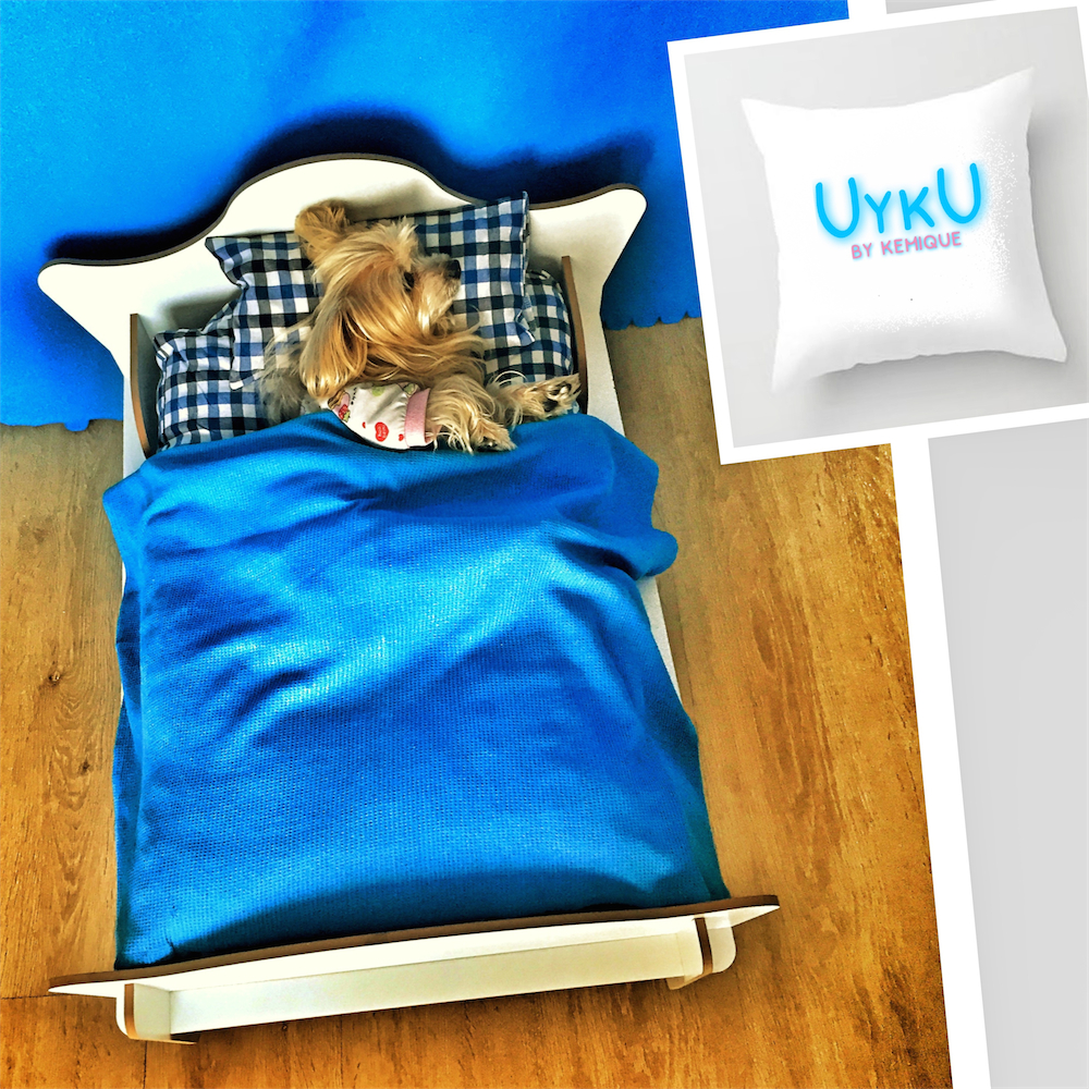 UYKU by Kemique - WHITE DOG BED - BLUE CHECKERED SHEETS