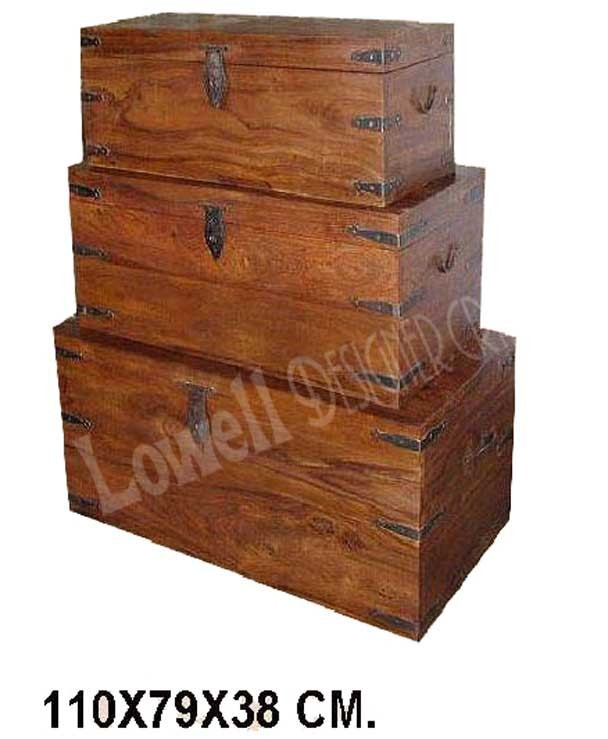 WOODEN TRUNK BOX WITH BRASS INLAY