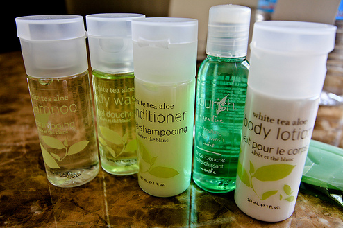customized hotel amenities includes hotel shampoo, shower gel and body lotion