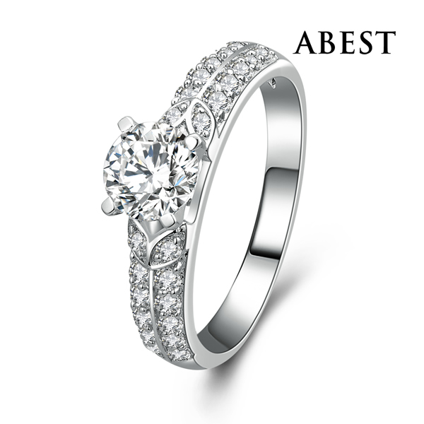 Light Weight Hot Sale Jewelry 925 Sterling Silver White Gold Filled Engagement Ring With Charming CZ