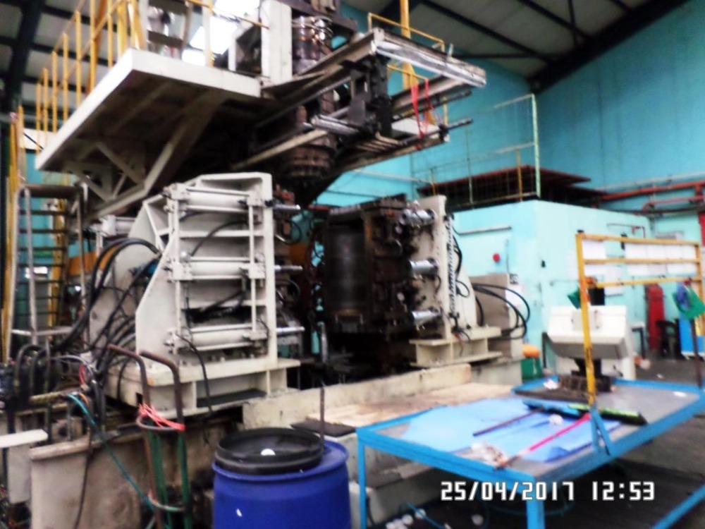 2003 FONG KEE 200 litre BLOW MOLDING MACHINE C/W MOLD