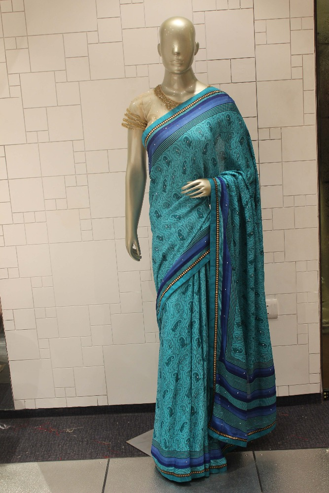 Pipeing border all over with fancy print saree