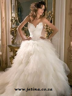 Best Selling Ivory Tulle Sweetheart High Quality Ball Gown Wedding