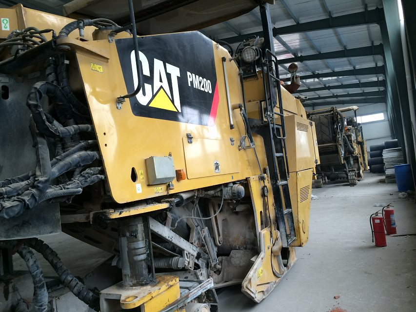 Used Caterpillar Asphalt Equipment cold planers PM-200