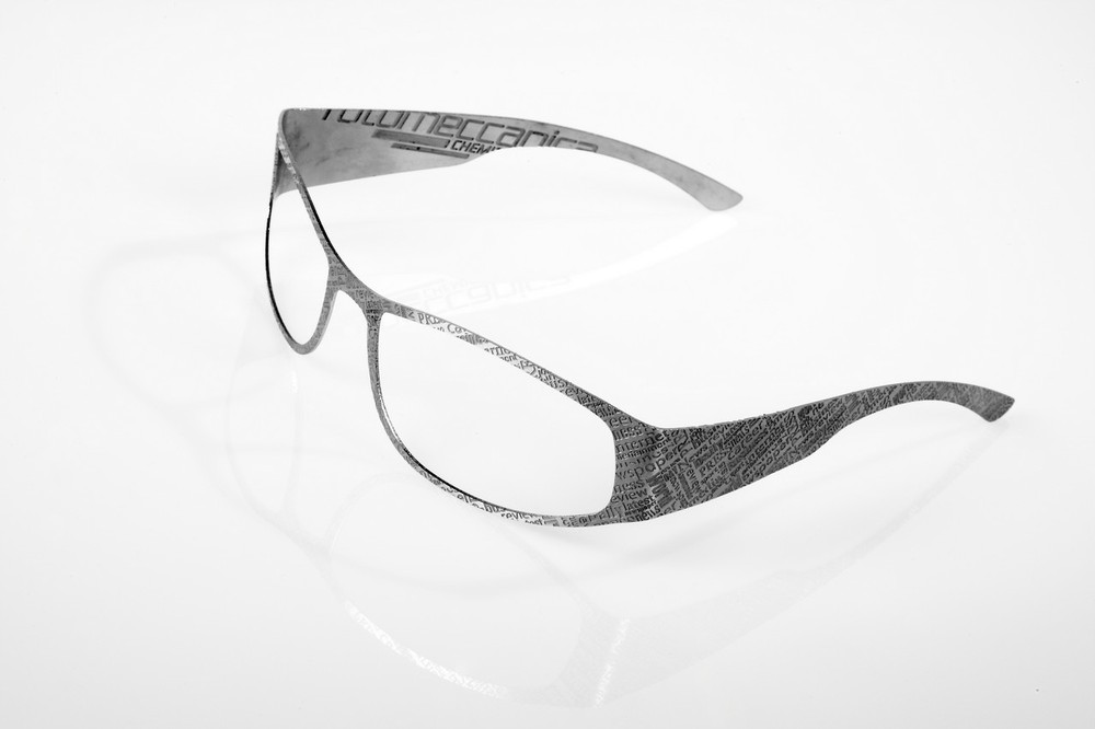 Metal eyewear produced by Combined technology