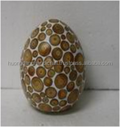 set of 2 easter eggs with incrusted bamboo and composite material