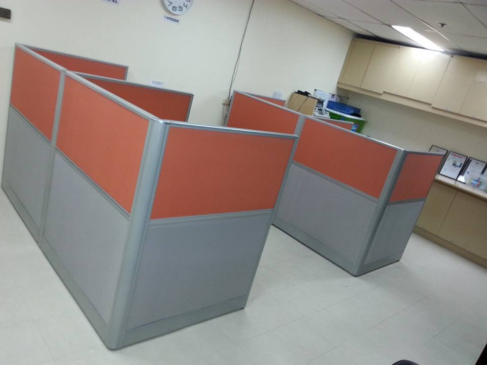 Low partition cubicle office