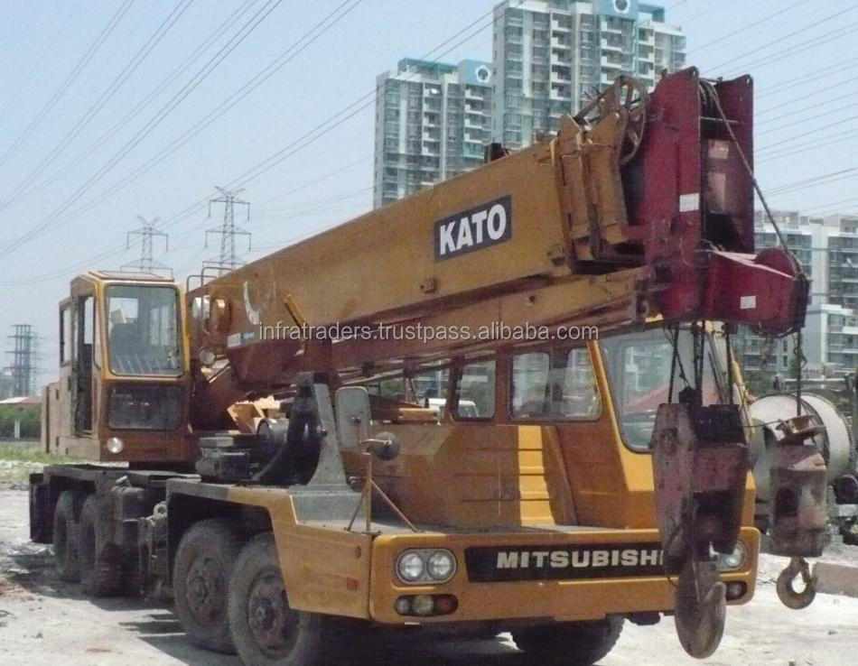 very good condition mobile used truck craneNK300E,30ton Used clawer KATO truck crane for sale in shang hai