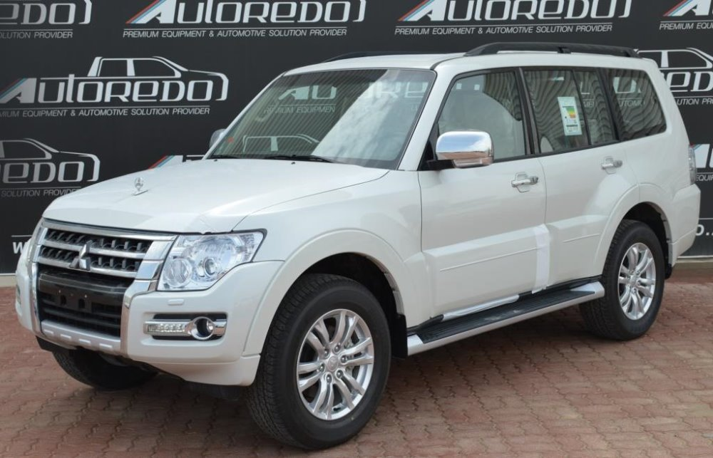 MITSUBISHI PAJERO GLS 3.8 LWB FULL OPTIONS AT WHITE