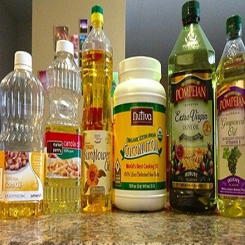 we sell 100% Refined Canola Oil , Grapeseed oil , Corn Oil Available