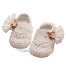 Elegant shoe for girls with tulle and pearls for the best occasion of your baby's christening