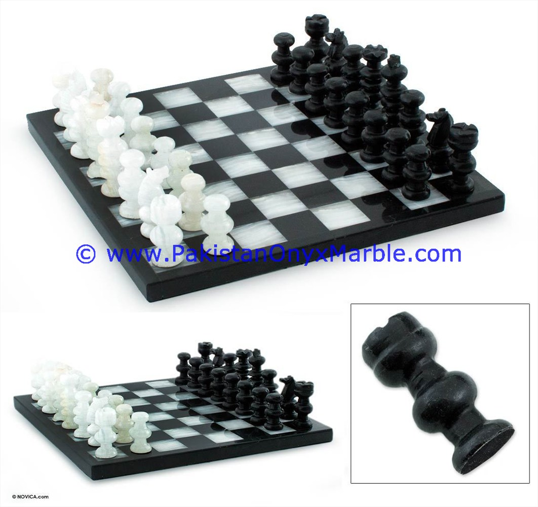 NATURALLY BEAUTIFUL & POLISHED ONYX CHESS SET HAND CARVED FIGURES WITH PACKING BOX