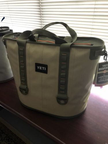 ALL NEW DIscount Yetys Hopper 40 Fog Gray Tahoe Blue Cooler With Free T Shirt And Hats