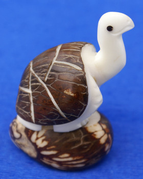 Turtle Souvenir Statue Toy Tagua Nut Wooden Figurine Reptile, Art of Ecuador