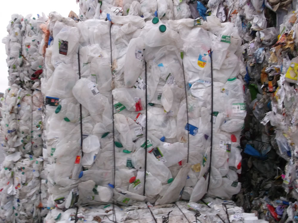 Hot Washed HDPE Plastic Scraps