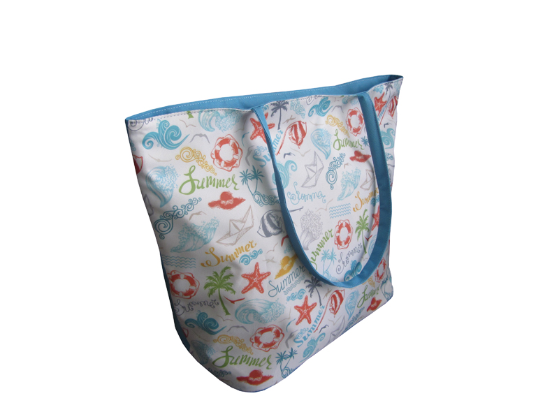 Stylish beach bag with live beach pattern