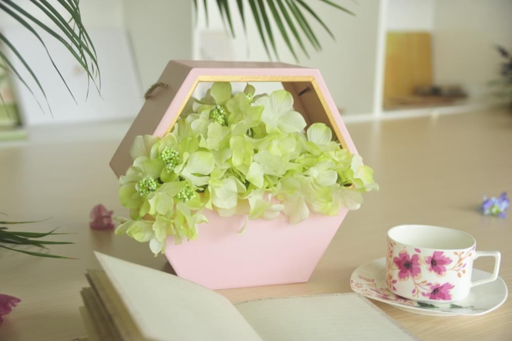 Excellent quality custom design Kraft paper glossy lamination flower gift box