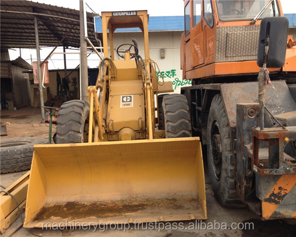 Old model caterpillar wheel loader 910E roadster without window