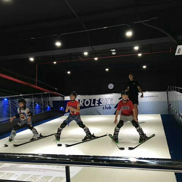 Fun ride for amusement park Dry infinite slope Body training machine Buy in Slovakia PROLESKI Indoor ski and snowboard simulator