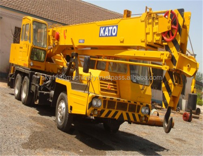 Used Kato NK250E-III truck crane with good condition