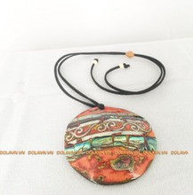 Necklace of natural materials, lacquer on coconut shell Vietnam !