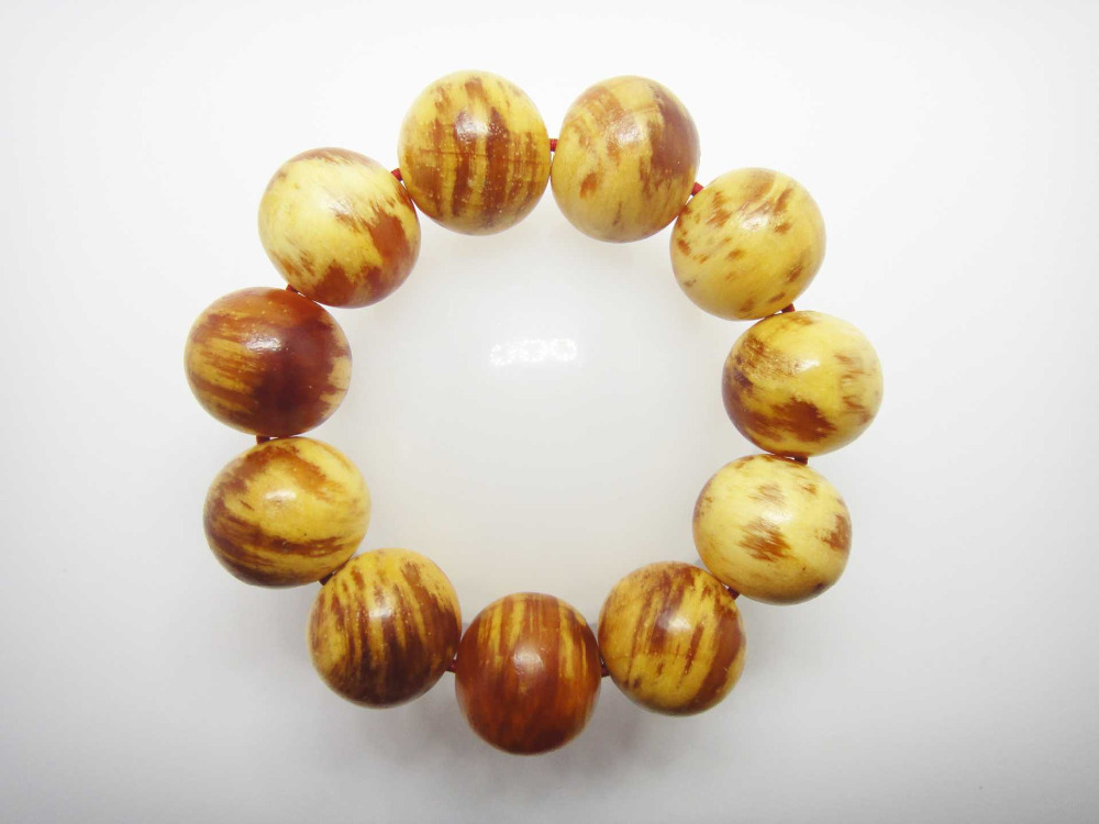 Pine wood bracelet size 20 mm 11 beads