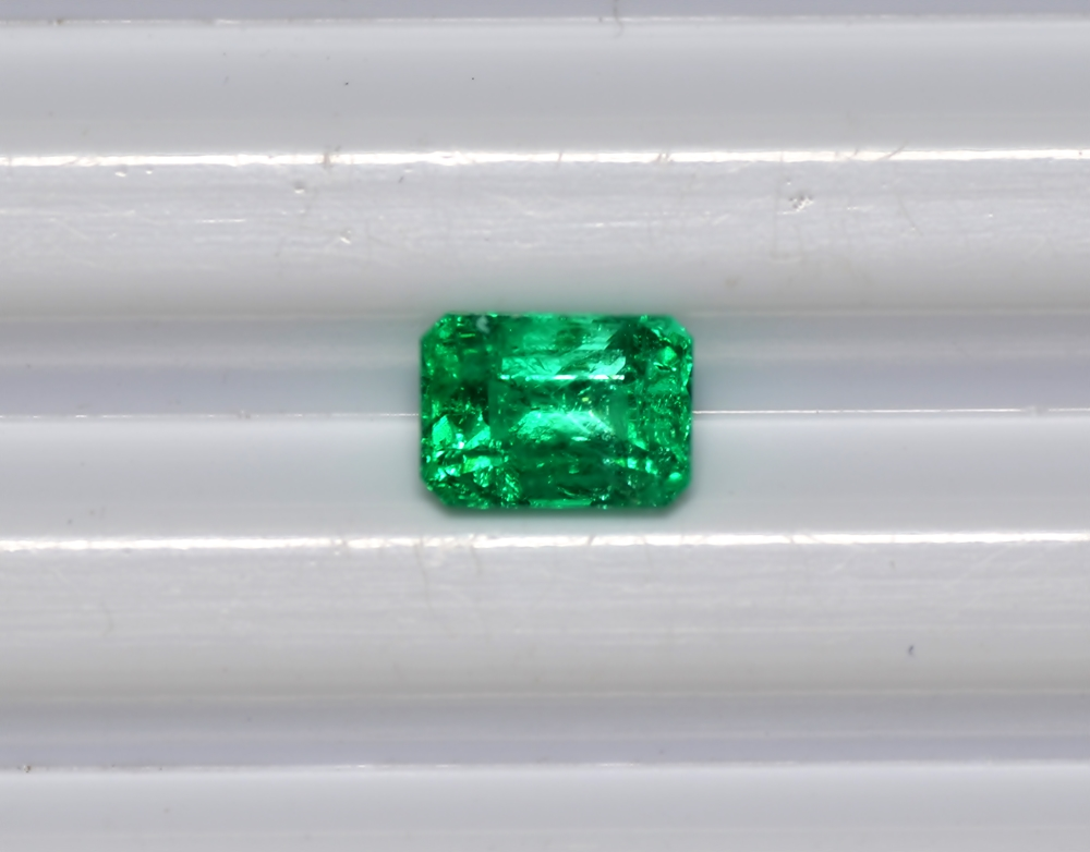 Untreated 100% Natural 1.61 Cts Emerald Stone Colombian emerald Cut Emerald