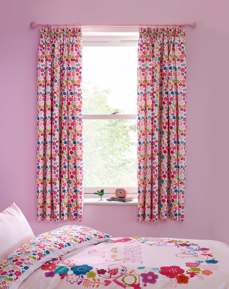 Cheap Curtain Pair for Baby's bed room