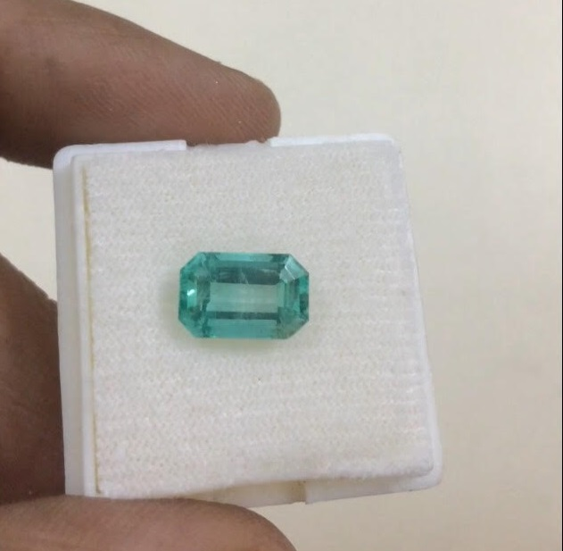 Natural Loose Colombia Emerald 2.2 Carat,Green Colombia Emerald Stone Wholesale
