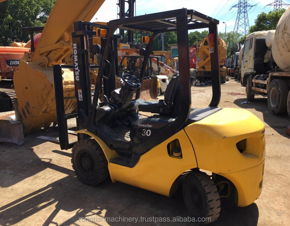 Running condition 2 mast 3 ton Japanese used komatsu FD30 forklift for sale in Shanghai site