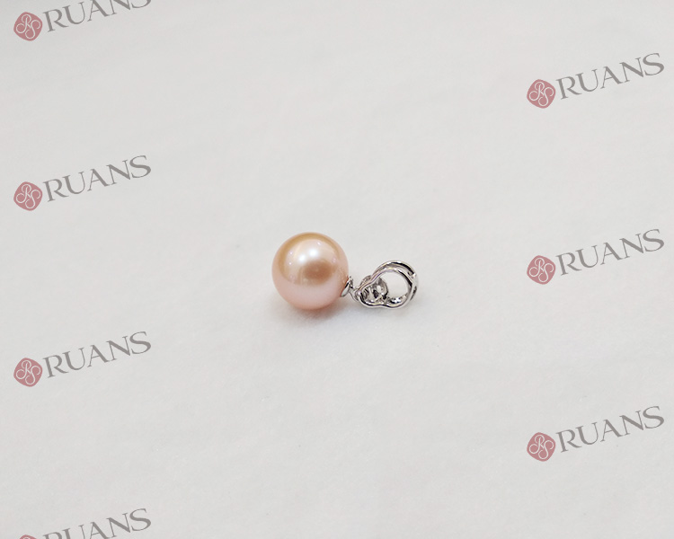 18K Gold Fresh Water Pearl Pendant With Diamonds