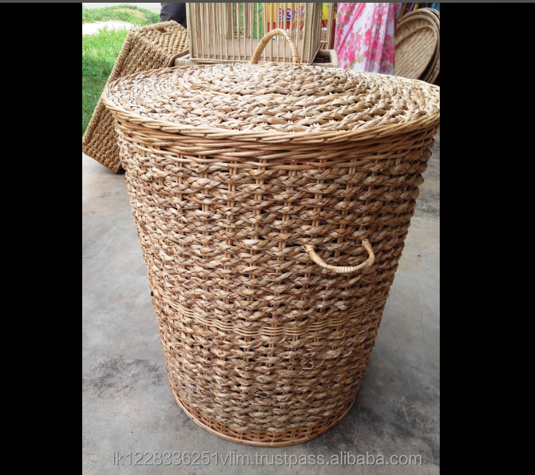Linen basket with lid cane and reed mix