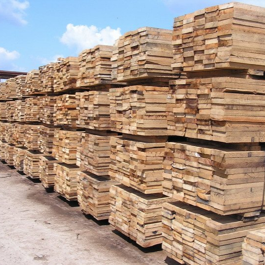 Eu standard quality 680 cbm Sawn timber / Wood for construction - solid pine timber with air dry humidity content