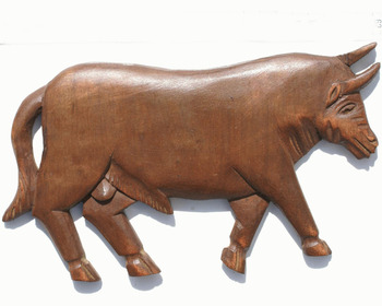 Large Handmade Wall Art Bull Figurine Unique Farm Animals Statues Affordable Novelty Collectible Woodcraft Gifts Unique Ornament