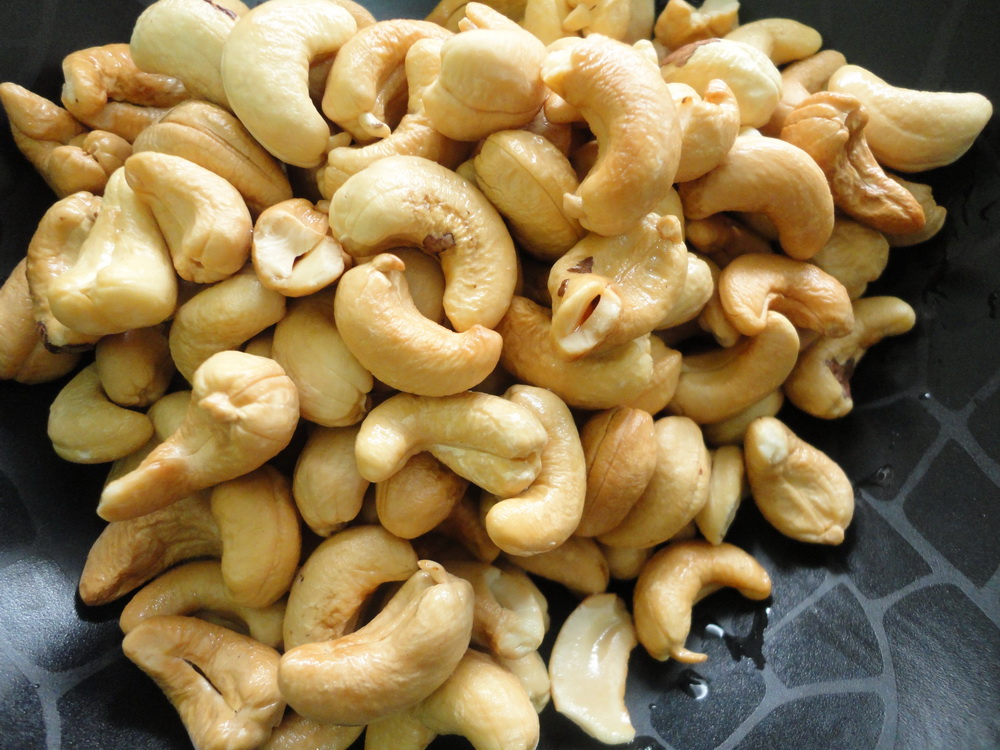 Whole Roasted and Raw cashew nut W240, BRC, HACCP, Kosher certificate ,Good Quality