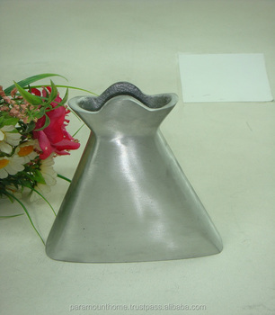 Scalloped Border Design Matt Finished Aluminum Flower Vase