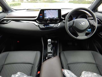 Right-Hand Drive 10km mileage 2017 Toyota CHR Hybrid S package from japan with Monitors