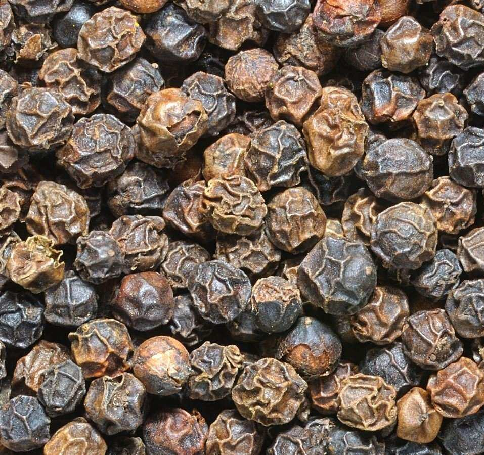 Black Pepper and White Pepper Seeds